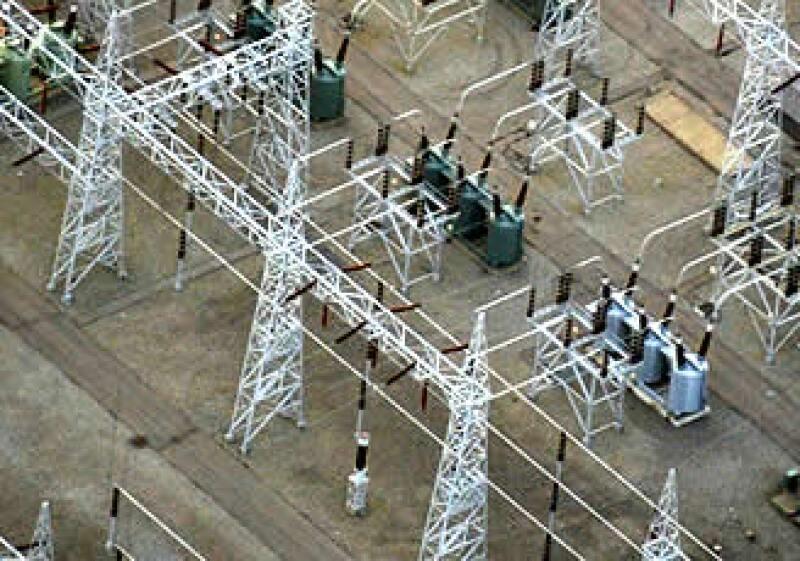 Más de 90% de las empresas manufactureras están expuestas a cortes de electricidad.  (Foto: AP)