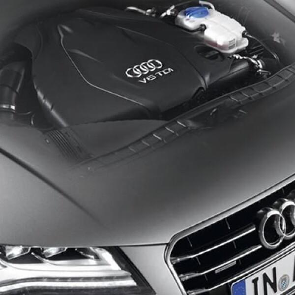 Las motorizaciones a gasolina son dos: un 2.8 FSI de 204hp y 280 Nm de torque, mientras que el más potente es el V6 supercargado de 3.0 litros e inyección directa con 300hp y 440 NM de torque.
