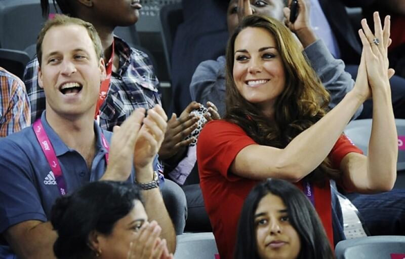Los Duques de Cambridge no dejaron de sonreír y echar porras.