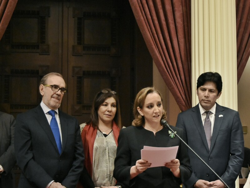 Claudia Ruíz Massieu (centro) señaló que México y California comparten una historia y herencia cultural muy próspera.