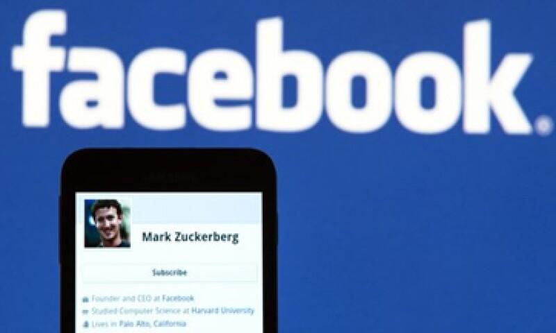 Facebook reportó la semana pasada el mayor incremento en los ingresos de la compañía desde el tercer trimestre del 2011. (Foto: Archivo)