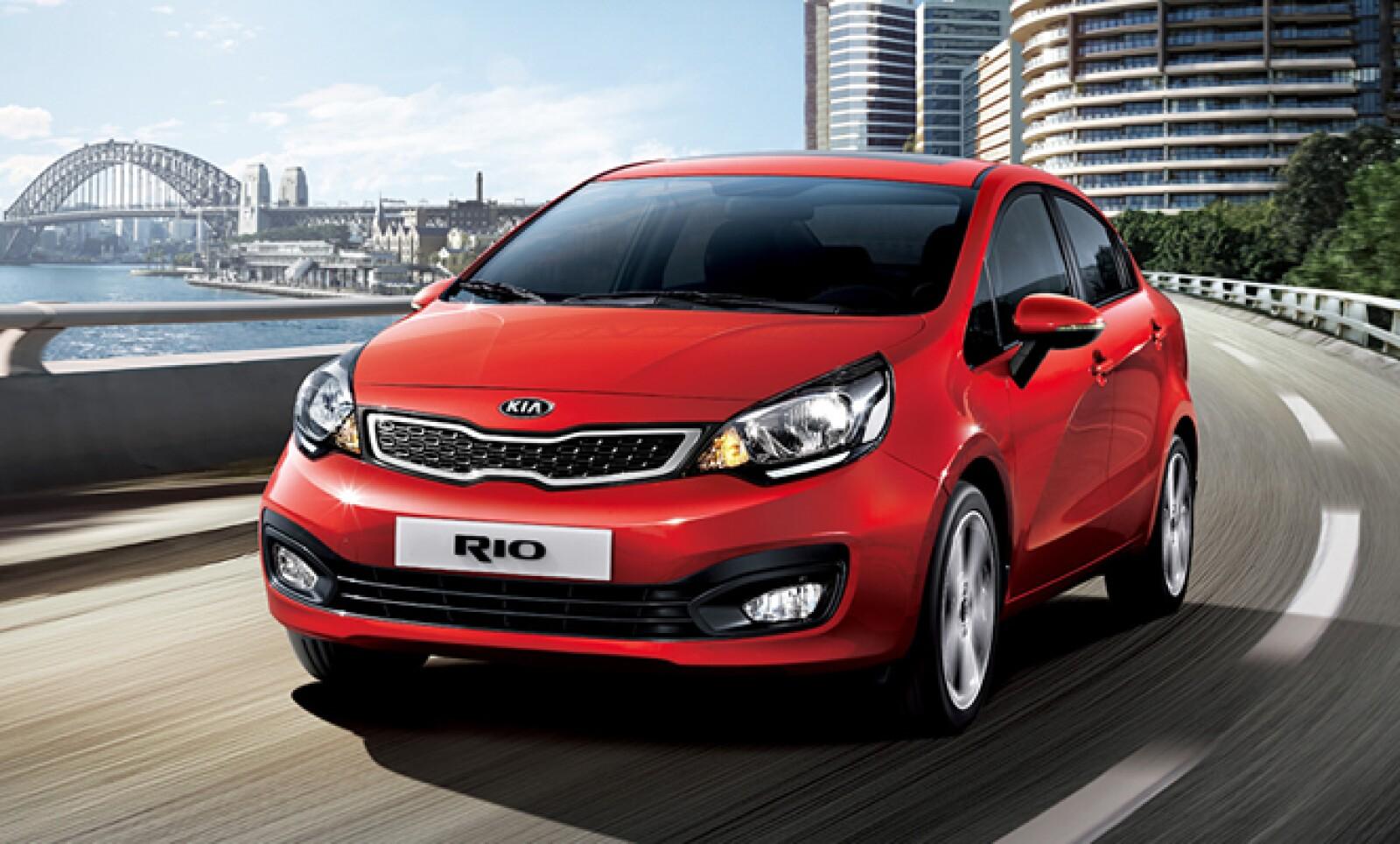 El compacto Rio se presenta como un auto que lo tiene todo tanto dentro como por fuera.