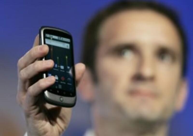 Mario Queiroz, vicepresidente de Management de Google, presentó el celular Nexus One. (Foto: Reuters)