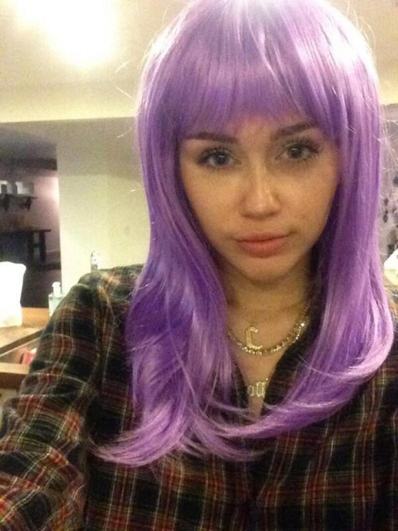 Cyrus aseguró que está tomando vitaminas para que le vuelva a crecer el pelo.