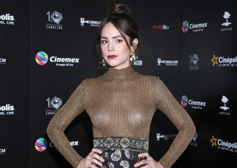 La actriz se opuso al fenómeno viral contra la esclerosis en la que famosos mexicanos han participado argumentando que en el país también hay otras fundaciones a las cuales apoyar.