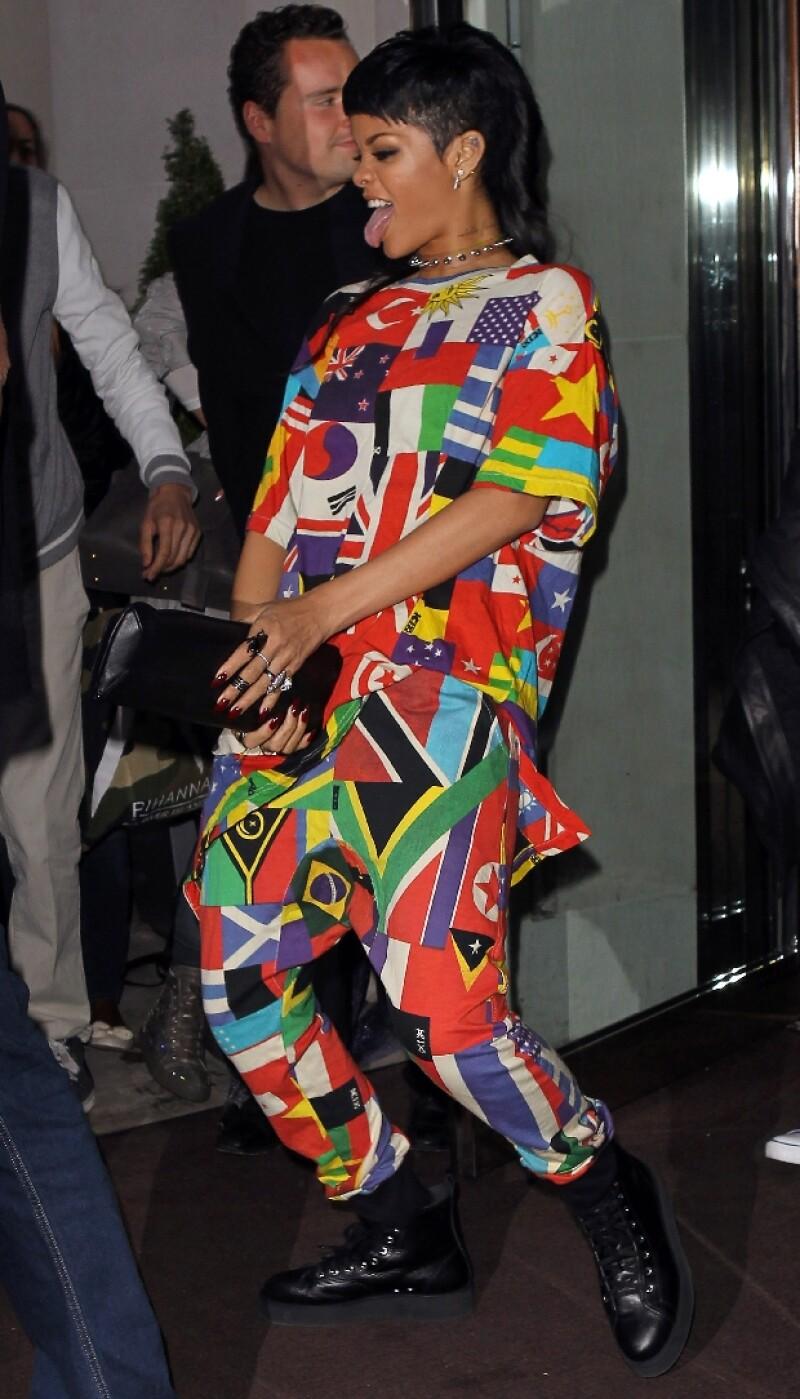 Rihanna no tuvo pudor en actuar de esta manera frente a todos.