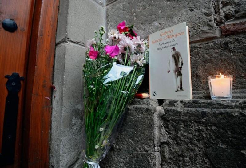 María Cristina García Cepeda, directora general del INBA, comunicó que el cuerpo del escritor fueron incinerados. Anunció también, que el lunes se le rendirá homenaje en Bellas Artes.
