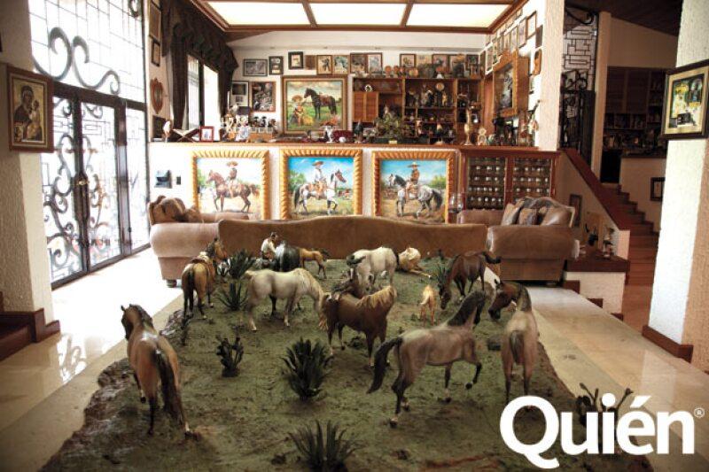 En el rancho guarda varios reconocimientos que ha obtenido a lo largo de su carrera.