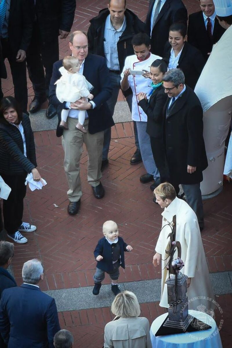 El pequeño príncipe llamó la atención al dar unos cuantos pasos durante su celebración de cumpleaños.