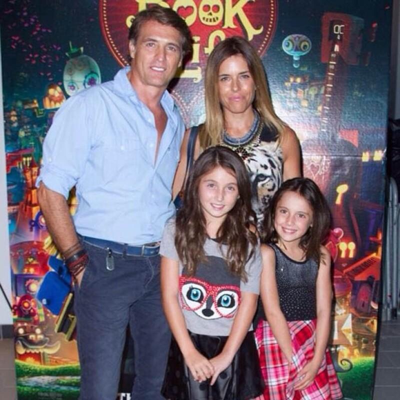 La pareja de argentinos acudieron al cine para festejar a Maki en su día junto a sus hijas, Mia y Valentina.