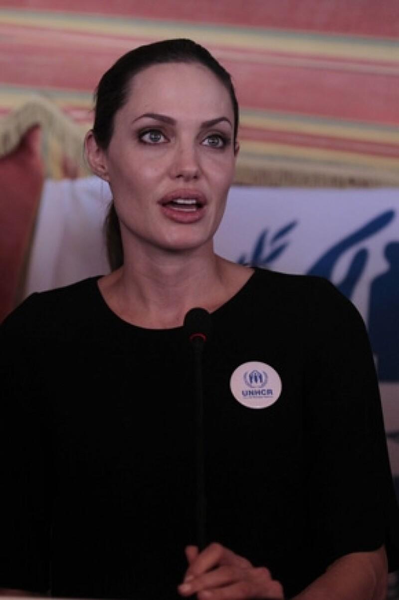 La actriz agradeció a dicho país por mostrar interés con todos los sirios que huyen de su nación por la violencia que viven.