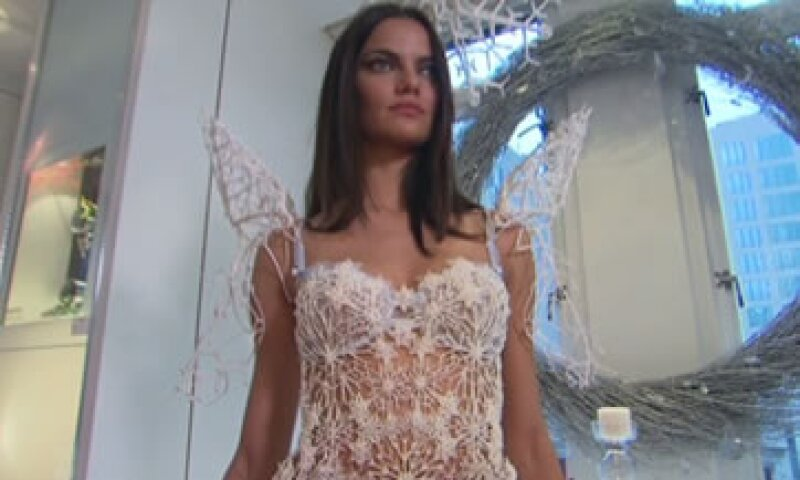 La modelo se mostró entusiasmada con la idea de regenerar a la moda. (Foto: Cortesía de CNNMoney)
