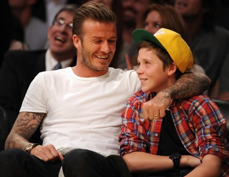 El jugador de futbol mostró en todo momento el cariño que le tiene a su hijo mayor.