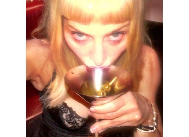 Aunque estamos contentos porque cada vez más famosos compartan su vida en imágenes, no todas han sido del agrado del público y es que las fotos que ha publicado Madonna no han sido las mejores.