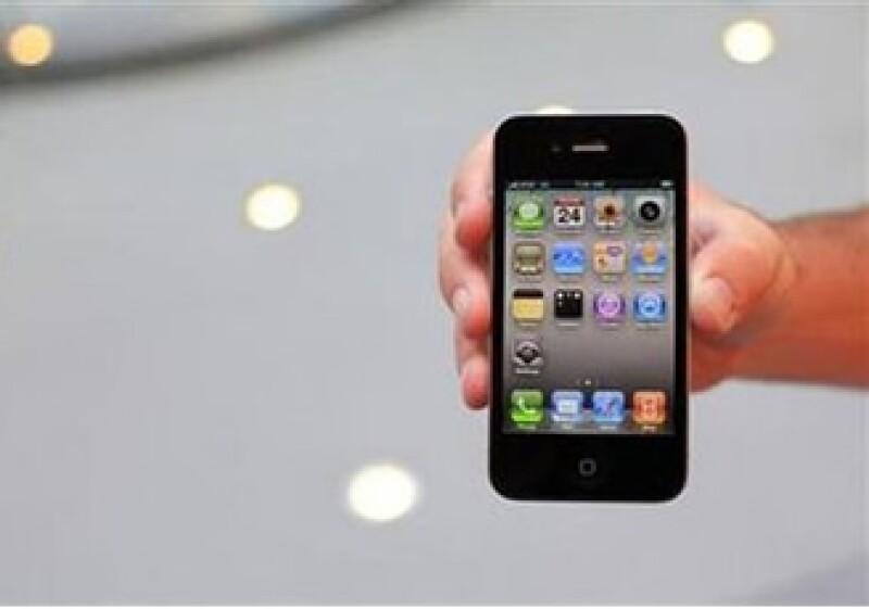 Los consumidores se han quejado de que la mala recepción de sus los nuevos iPhone 4. (Foto: Reuters)
