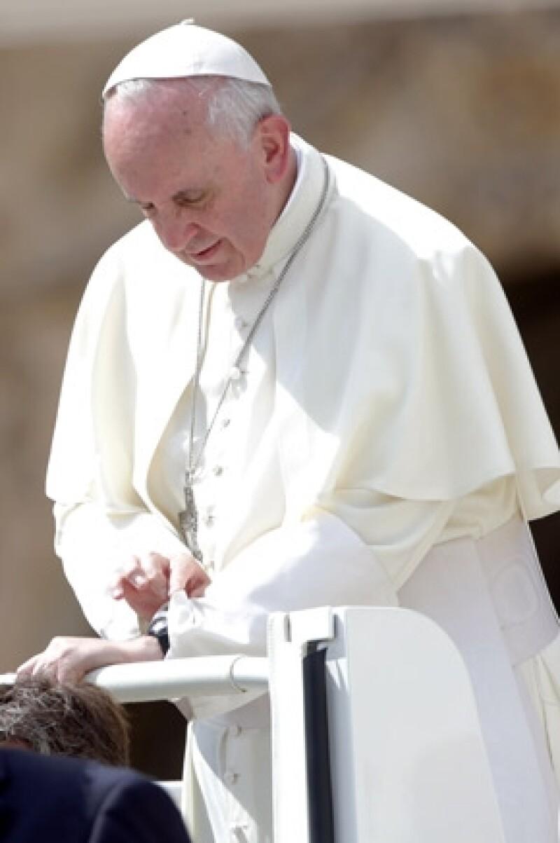 """El sumo pontífice aseguró estar apenado tras conocer los dramáticos daños que ocasionaron """"Ingrid"""" y """"Manuel""""."""