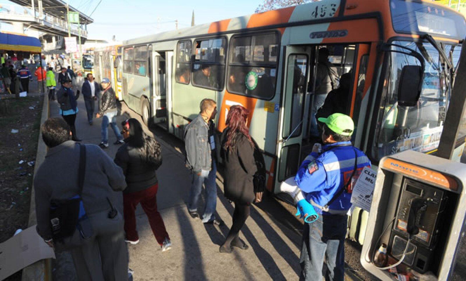 En promedio, un autobús de la RTP tarda 45 minutos en su traslado de la estación Tezonco a la de Periférico Oriente, cuando en el Metro este tramo se recorría en tres minutos.
