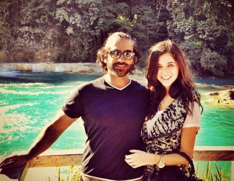 El Potrillo es 20 años mayor que Karla Laveaga, pero han formado una pareja muy estable.