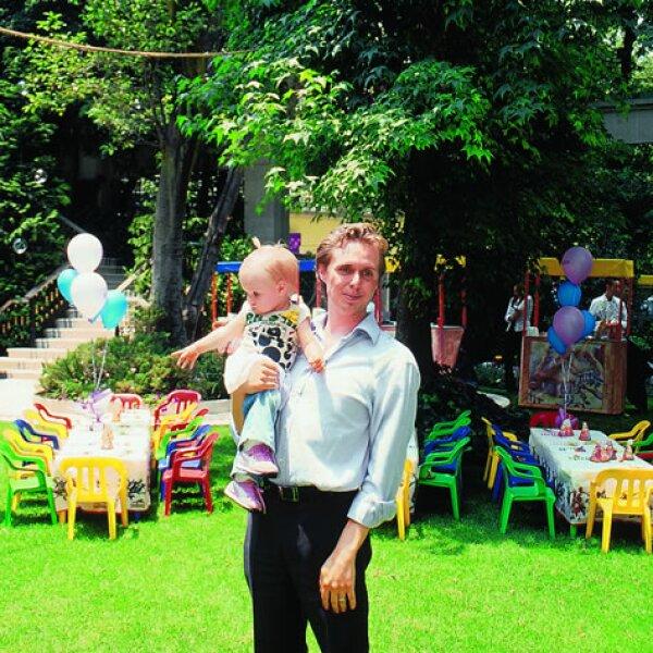 Loreto Peralta con apenas unos años de edad disfrutando de una fiesta infantil.