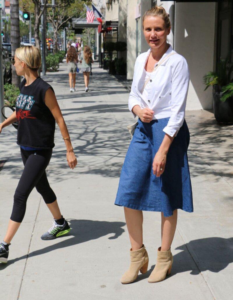 Durante una salida con su concuña Nicole Richie, la actriz fue fotografiada y llamó la atención porque su cara se ve muy distinta a la que conocemos.