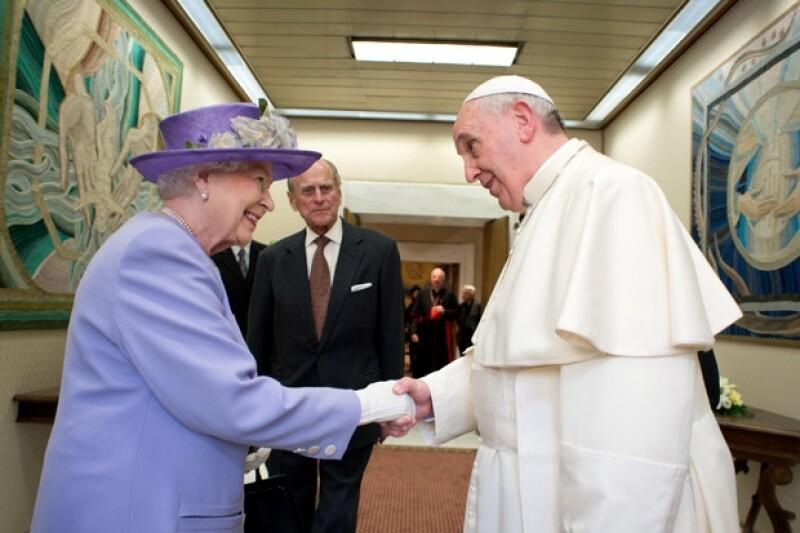 El papa espero a la reina Isabel II 15 minutos.