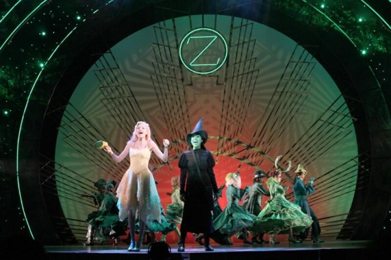 25 cambios de escenografía, 34 actores en escena, un equipo de producción de más de 80 personas.