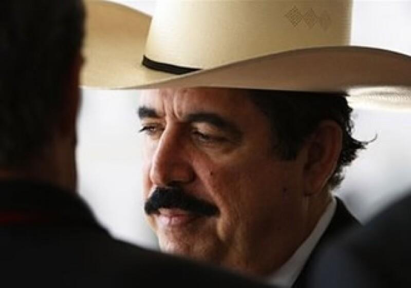 Zelaya sostuvo una reunión con la Secretaria de Estado estadounidense Hillary Clinton. (Foto: AP)