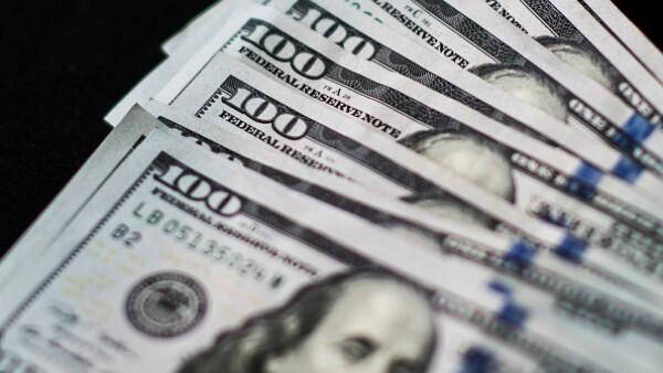 El peso perdió 28 centavos de sus ganancias registradas este lunes.