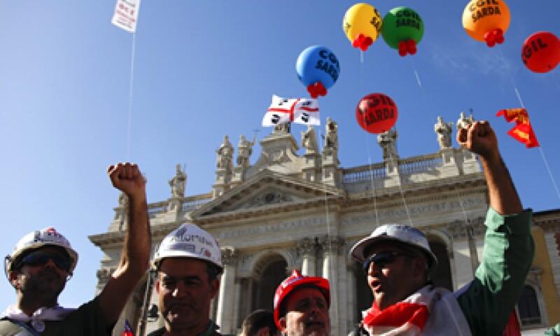 En Italia, los inconformes pidieron al Gobierno que ayude más a los trabajadores afectados por la recesión. (Foto: Reuters)