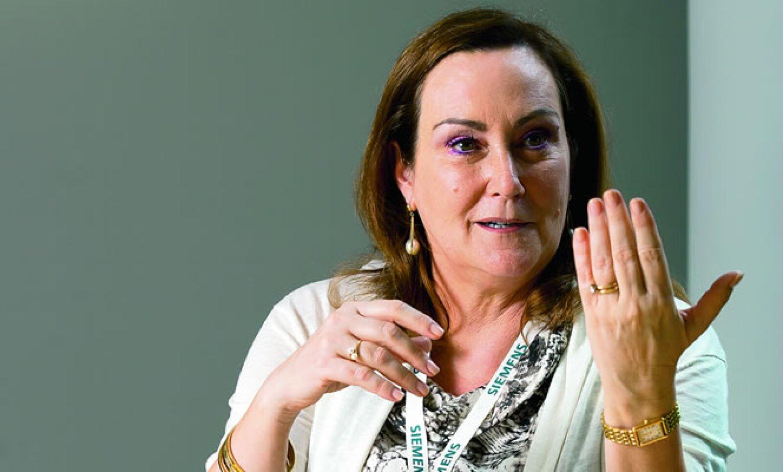 """Presidenta y directora general de Siemens Mesoamérica. En junio de 2012 anunció una inversión de 4 millones de dólares para México. Ocupa el tercer puesto en el ranking de """"Las 50 mujeres más poderosas"""" en México de la revista Expansión."""