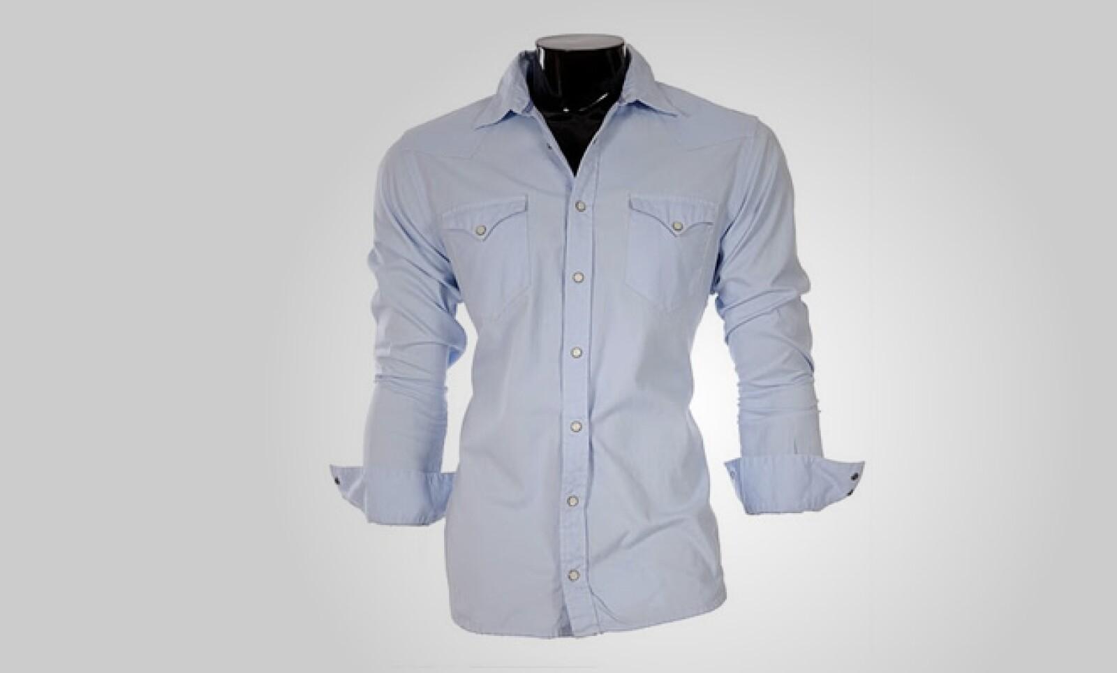 Finalmente, esta camisa para ellas, con toques distintivos al frente, con un estilo de vaquero del viejo oeste.
