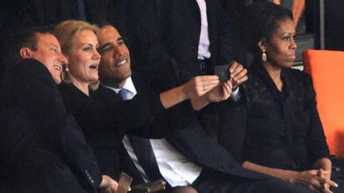 """La verdad detrás de la """"selfie"""" de Obama en Sudáfrica"""