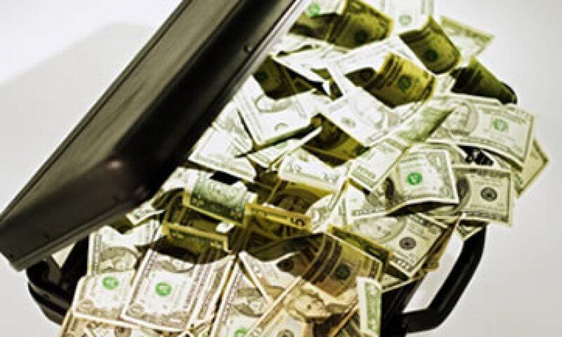 La iniciativa obliga a entidades financieras, fedatarios y distribuidoras de autos, entre otros, a entregar información útil para detectar operaciones vulnerables al lavado de dinero. (Foto: Thinkstock)