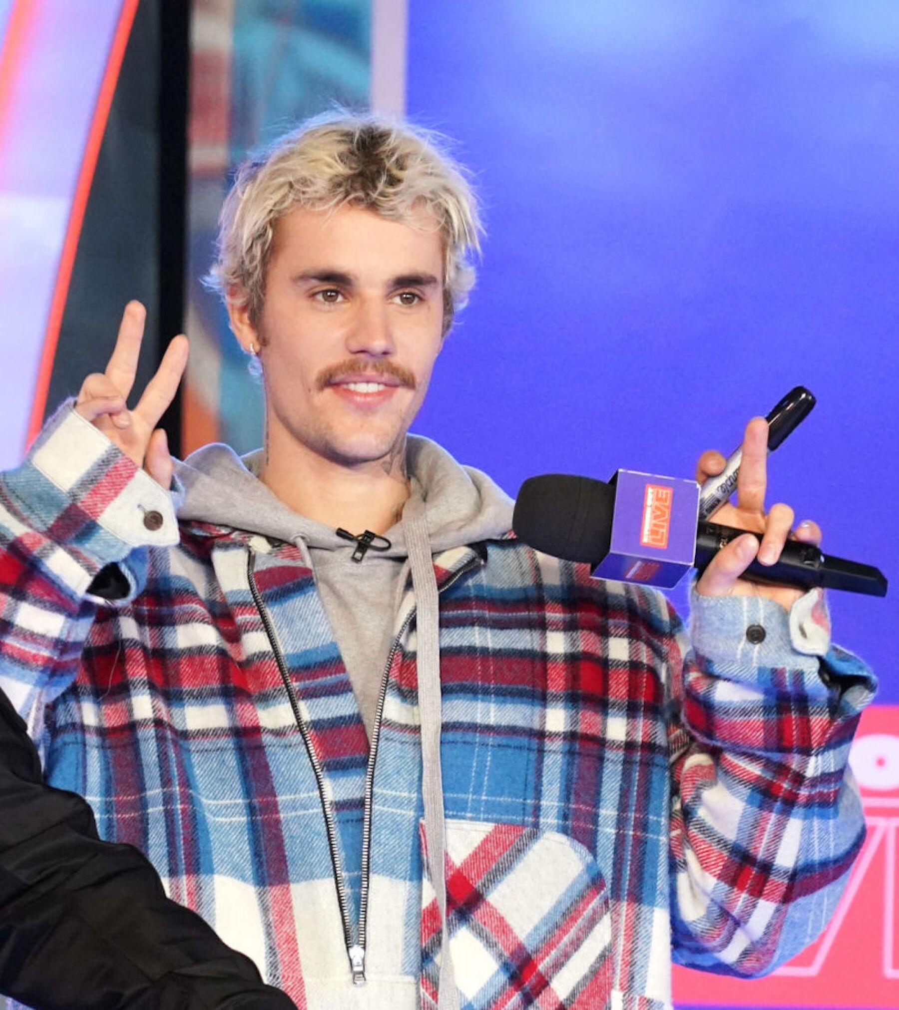 """Justin Bieber Storms MTV's """"Fresh Out Live"""" and Makes a Superfan's Dreams Come True"""
