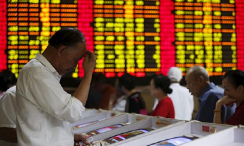El referencial CSI300 de las principales acciones que cotizan en Shanghái y Shenzhen descendió 6.8%. (Foto: Reuters )