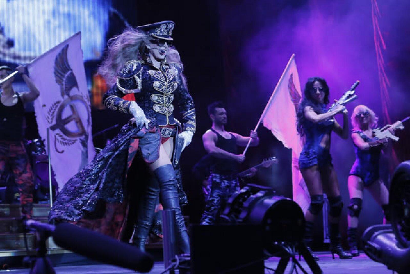 La cantante impactó con sus coreografías y dinamismo a sus fanáticos.