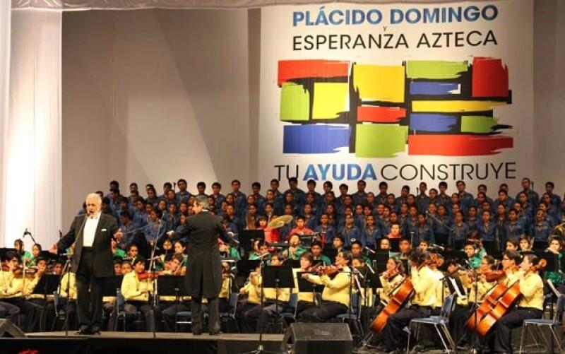 El tenor sacó nuevamente su lado altruista y junto con la Orquesta Sinfónica Esperanza Azteca reunieron fondos para los damnificados del huracán Manuel.