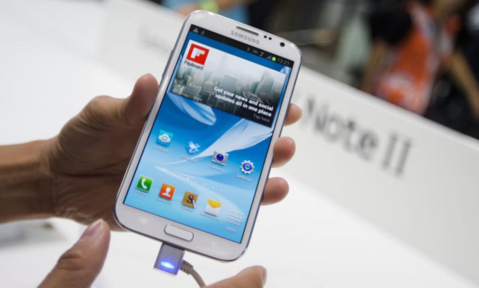 La empresa presentó la nueva versión del Galaxy NotE a la prensa, luego de perder una batalla de patentes con Apple.