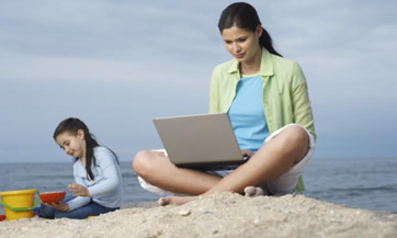 54% de los usuarios mexicanos utiliza Internet para buscar destinos turísticos. (Foto: Thinkstock)