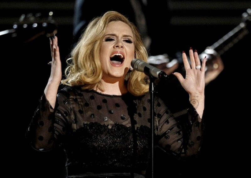 Adele cantó su éxito `Rolling In The Deep´.