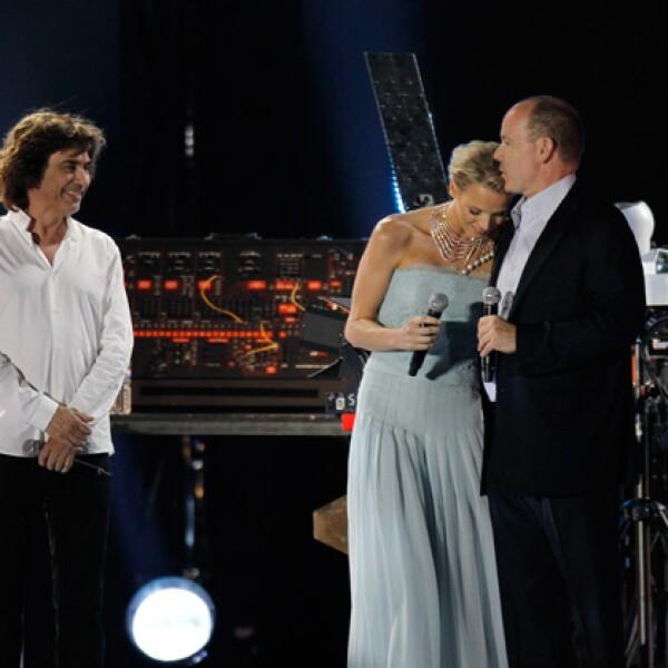Para festejar la boda civil, hubo un concierto de Jean-Michel Jarre a donde asistieron cerca de 85 mil personas.
