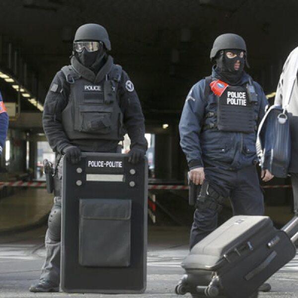 El aeropuerto de Bruselas, el transporte público y los centros comerciales están cerrados.