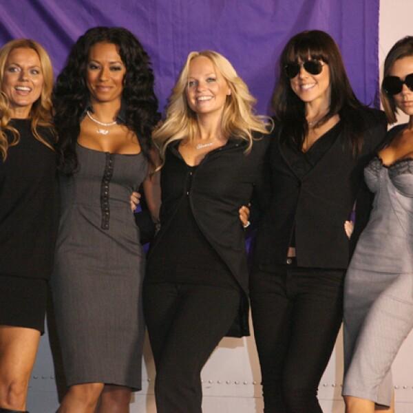 Victoria realizó una gira de reencuentro con las Spice Girls en 2007, más guapa que nunca.