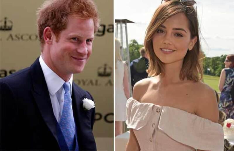 Medios internacionales aseguran que el príncipe y la actriz podrían estar saliendo en un plan romántico. Se dice que él la invitó a su próxima expedición a Namibia y Botswana.