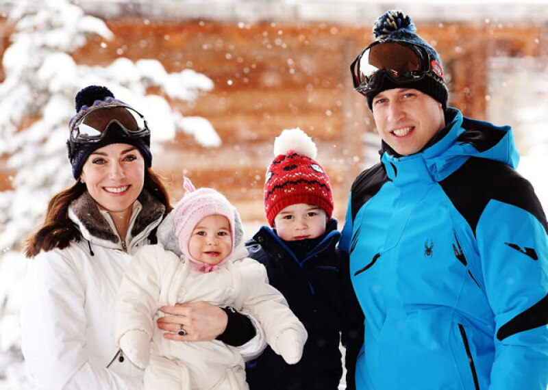 La familia perfecta: Kate, Charlotte, George y William de vacaciones.