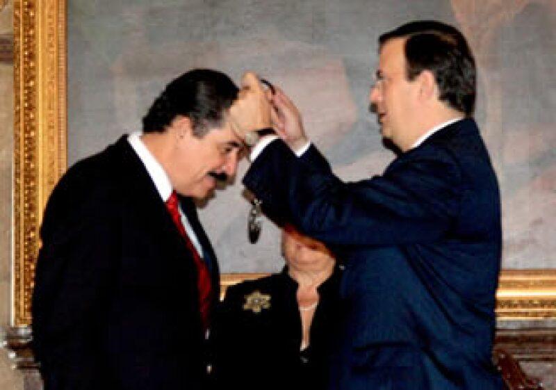 Manuel Zelaya fue condecorado por el Gobierno del Distrito Federal. (Foto: NTX)