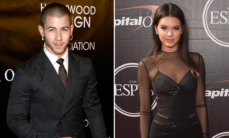 El cantante, quien terminó su relación con la modelo Olivia Culpo en junio, desmintió en una entrevista que tenga una relación con la hermana de Kylie.