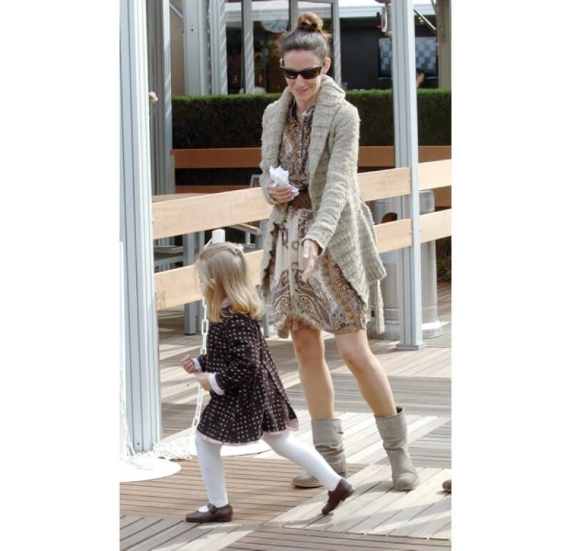 No sólo Telma se ha visto beneficiada, también Amanda, su hija. El vestidio que vemos en esta foto perteneció a la Infanta Leonor, su prima mayor.