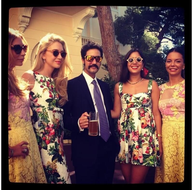Julio Mario Santo Domingo III y algunas amigas de la novia.