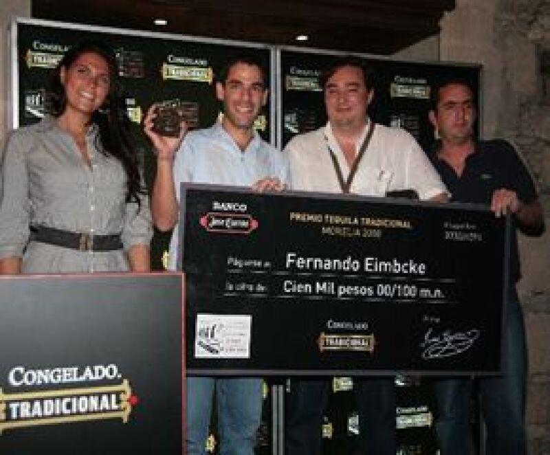 El cineasta mexicana recibió 100 mil pesos como parte del Premio Cuervo, el cual busca estimular la creatividad en el cine.